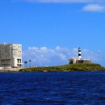 Le phare qui marque l'entrée dans la baie