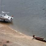 Un autochtone qui vient aussi bidonner l'eau de la source