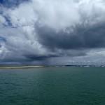 Le banc de sable en face de la marina Itaparica qui découvre à marée basse,