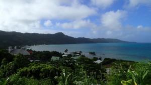 Ile de Mangareva, Rikitea et la zone de mouillage au fond de la baie à gauche