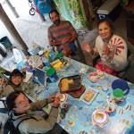 Bruno, Noéline, Eden (8 ans) et Tunui (4 ans), gâteau de coco