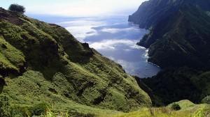 Toboggan de vent sur la baie des Vierges, île de Fatu-Hiva