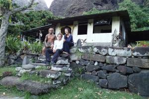 Taniha dans sa maison construite sur le paepae du chef de la vallée