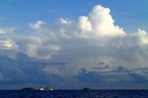 Ferme perlière sur un motu de l'atoll de Aratika