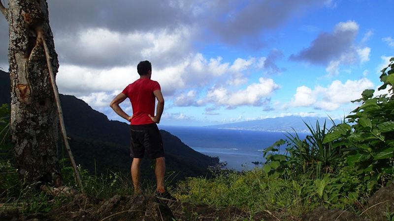 La possessive Tahiti vue depuis le col de Vaiare à Moorea