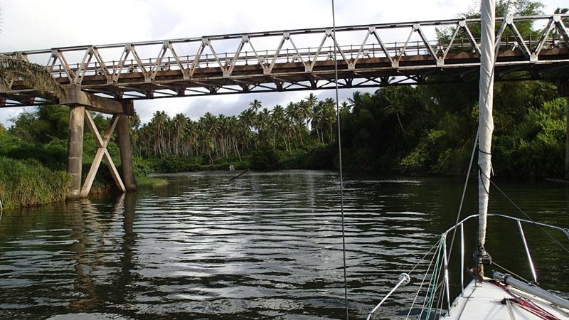 Le pont de la rivière Nasavu