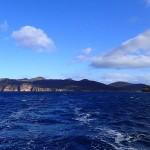 A D le cap Degerando (Freycinet Peninsula), Schouten Is dans le sillage