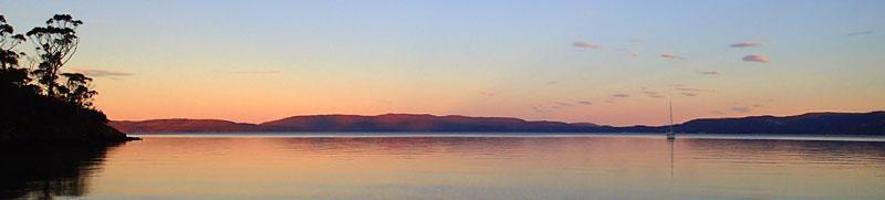 Ironstone Bay, coucher de soleil sur la péninsule Tasman