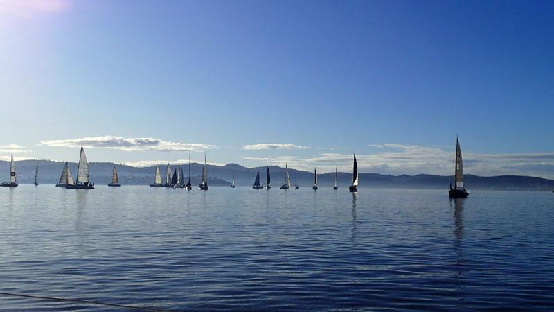 Régate en pétole sur la Derwent River (Hobart)