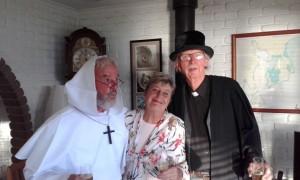 Tim, Bill et Kaye en pleine mise en scène pour le mariage de Shane et Suzanne
